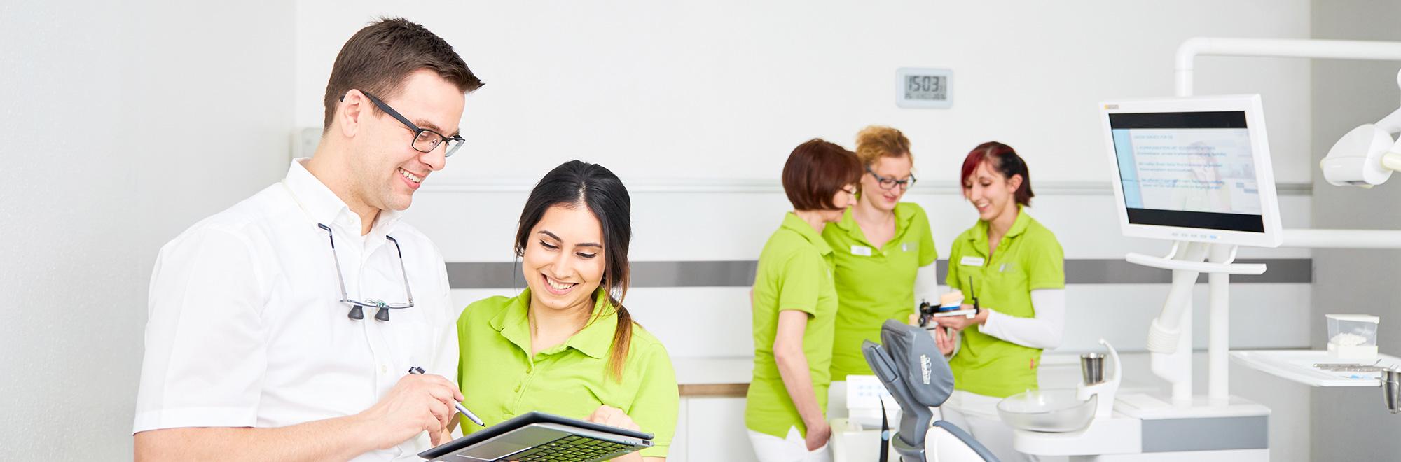 Professionelles und hoch motiviertes Team Praxis für Zahnheilkunde Dr. Wicklein. dr-wicklein.de